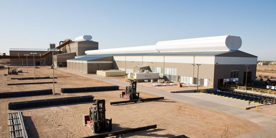 Huta CMC w Mesa w Arizonie czerpie energię z farmy fotowoltaicznej.