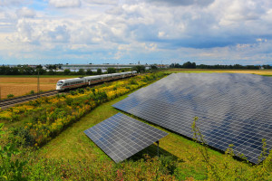 Słońce napędzi elektrowozy. Energetyczna rewolucja na polskich torach