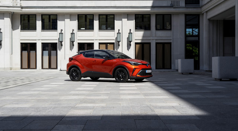 Toyota zrównuje koszty hybryd i wersji benzynowych