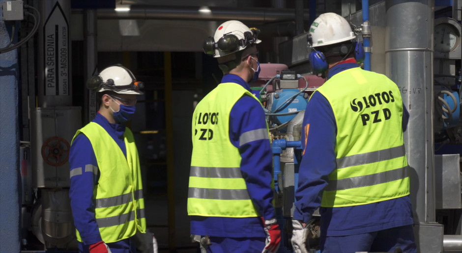 Zarząd i związkowcy Lotosu zrobili krok na przód w trudnych negocjacjach