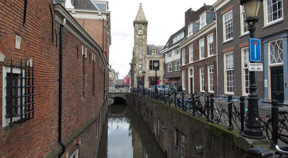 Holandia: Mieszkańcy Utrechtu na łodziach protestują przeciwko budowie mostów