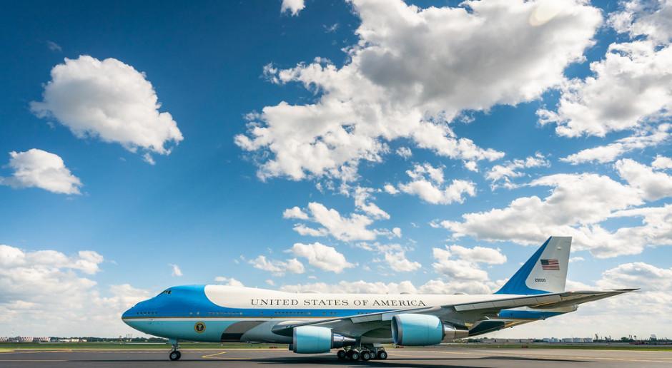 Latająca salonka prezydentów USA będzie droższa i spóźniona