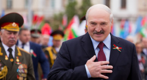 Łukaszenka każdą rodzinę chce wyposażyć w broń palną