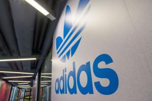 Adidas inwestuje w recykling tekstyliów