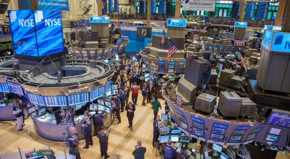 Słaba końcówka sesji na Wall Street, Dow i S&P 500 zeszły pod kreskę