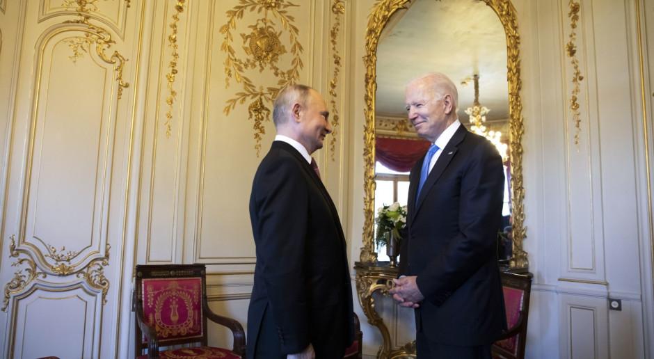"""Spotkanie Bidena i Putina """"nerwowe i chłodne"""""""