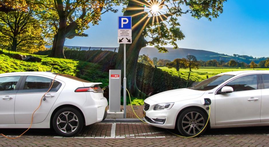 Koncerny motoryzacyjne inwestują miliardy w fabryki aut elektrycznych
