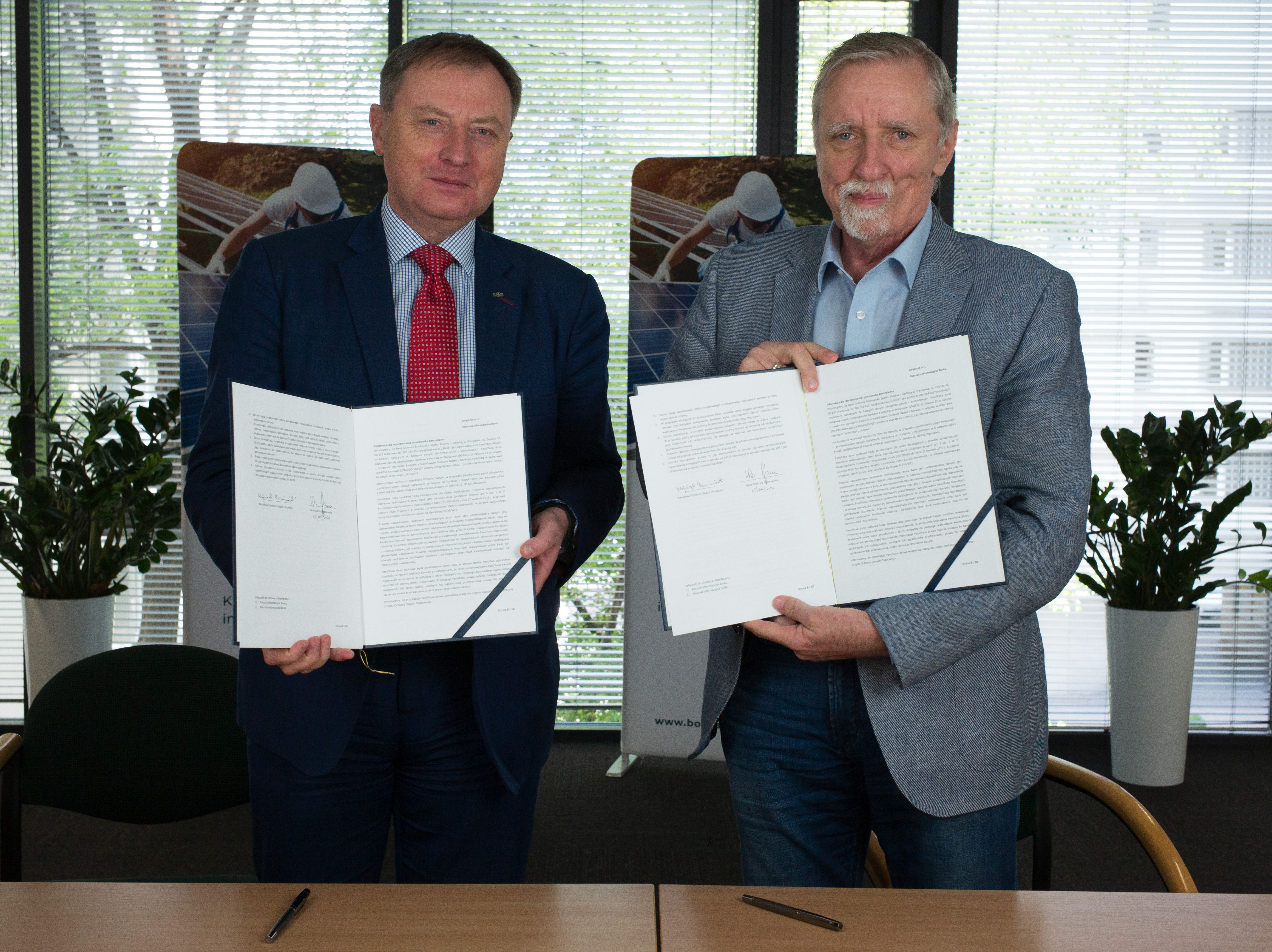 Podpisy pod umową złożyli: Wojciech Hann, prezes zarządu BOŚ Banku i Wojciech Kamieniecki, dyrektor NCBR