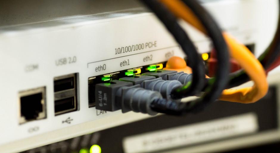 UKE: W 2020 r. rozwój szybkiego internetu w Polsce znacznie przyspieszył