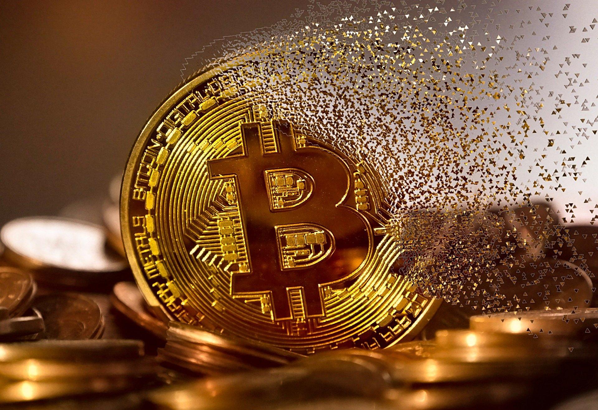 Kurs bitcoina cechuje duża niestabilność. (fot. Pixabay)
