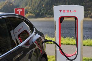 Dochodzenie w sprawie wypadków samochodów marki Tesla