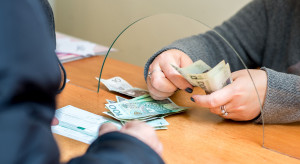 Pieniądze na lokatach topnieją w oczach. Zniknęło 80 mld zł