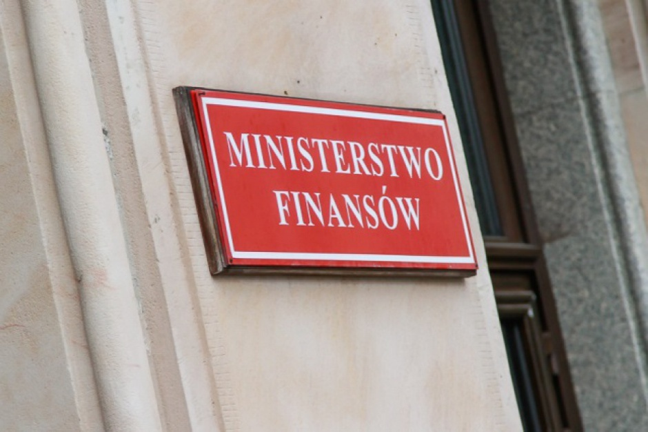 Ministerstwo Finansów zapewnia, że zdąży z decyzją przed terminem na rozliczenie ewentualnego podatku dochodowego od bezzwrotnej pomocy z tarczy finansowej PFR, który upłynie najwcześniej 20 lipca br. (fot. mat. pras.)