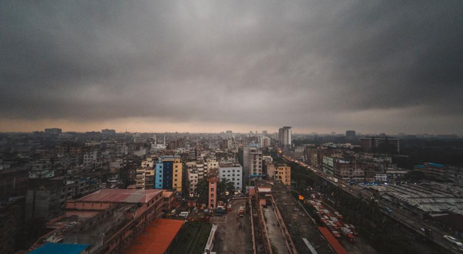 Bangladesz: Tłumy ludzi uciekają ze stolicy przed lockdownem