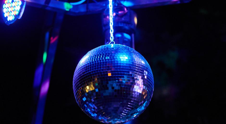 Holandia: Tłumy po otwarciu klubów nocnych i dyskotek