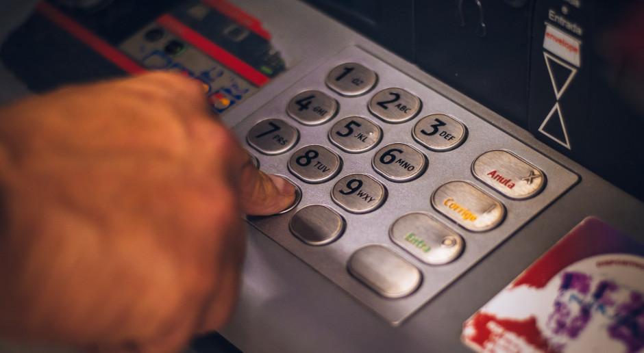 PIE: Odpływ środków z banków to efekt silnego wzrostu konsumpcji
