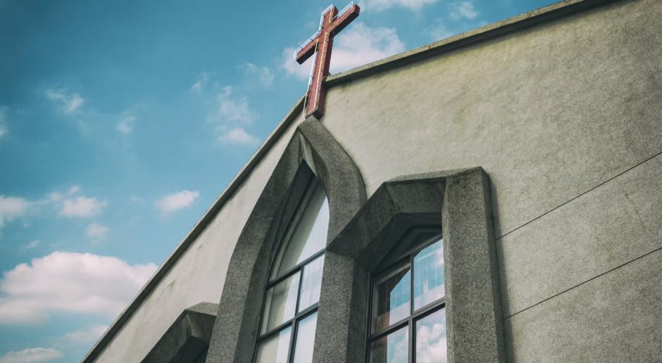 Kanada: Kolejne kościoły pomazane farbą