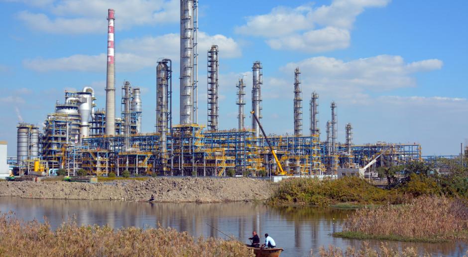 Chiny przykręcają śrubę prywatnym rafineriom