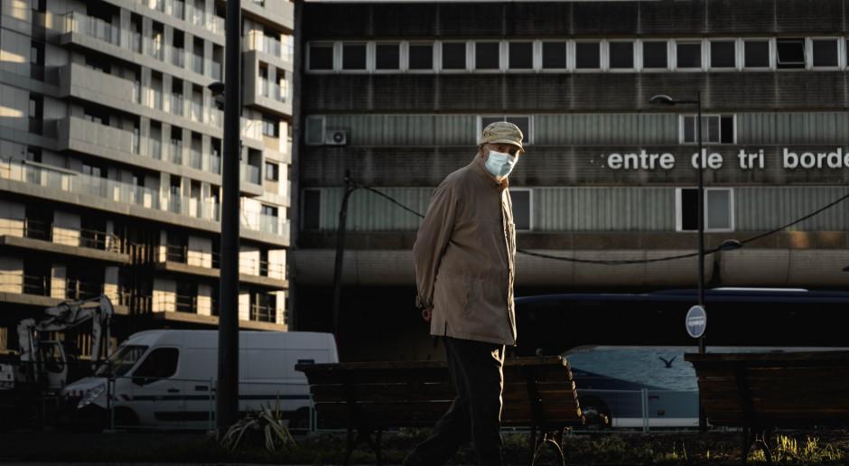 Francja: Rośnie liczba zakażeń koronawirusem, ale coraz mniej hospitalizacji