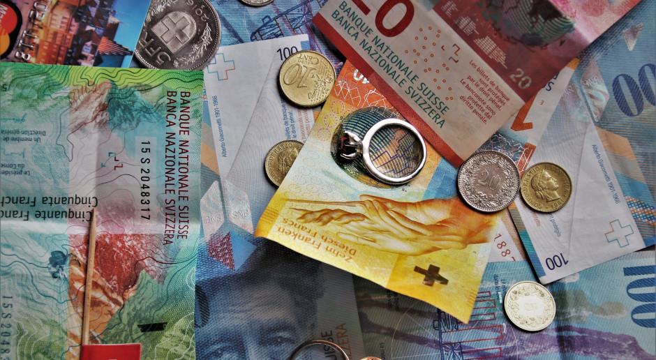 Rezerwy na frankowiczów gniotą banki coraz bardziej