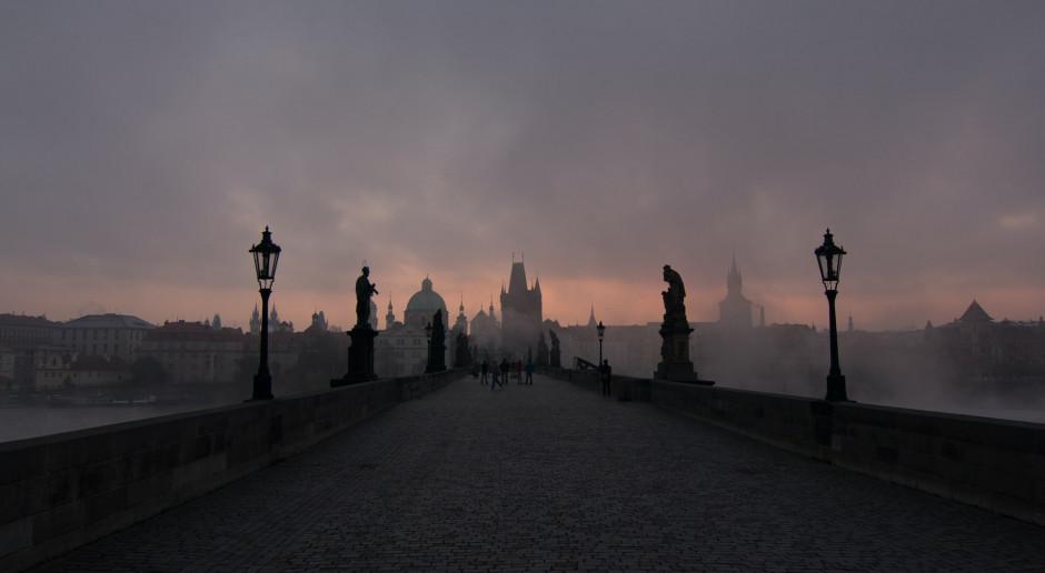 Czechy: Most Karola w Pradze znów pomalowany przez wandala