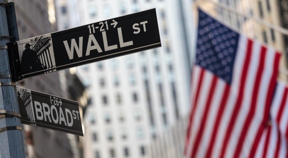 Dow Jones Industrial spadł 2,1 proc.; ropa naftowa potaniała 7,5 proc.