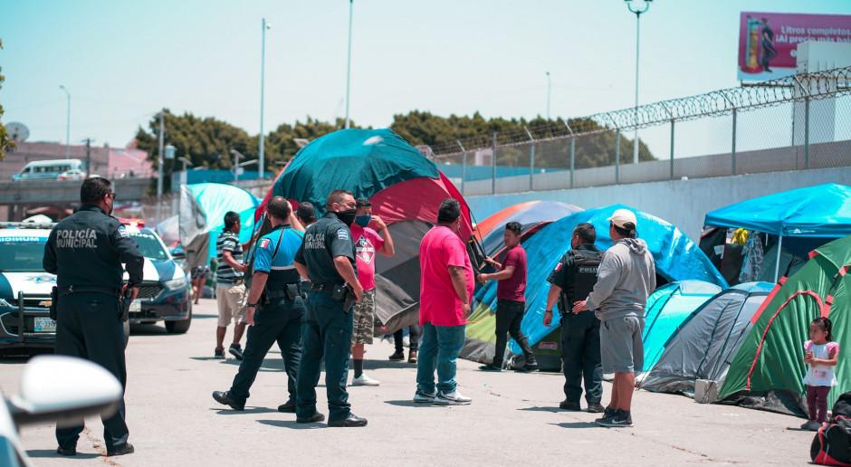 Włochy: 12 łodzi z migrantami przypłynęło na Lampedusę