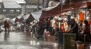 Chiny: Przeżył uwięziony w podziemnym garażu zalanym wodą