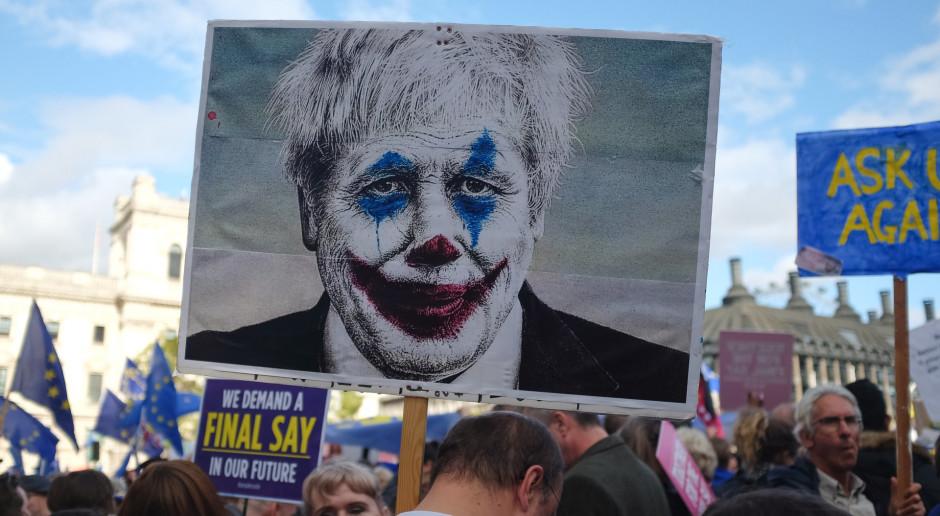 W. Brytania: Szczepienia przestają przykrywać problemy premiera Johnsona