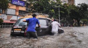 Chiny: Wojsko dostarcza wodę na tereny objęte powodzią