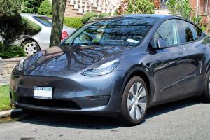 Tesla podnosi ceny samochodów, ale liczy na Chiny