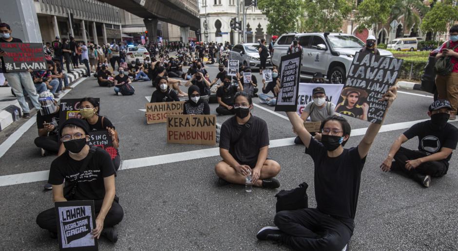 Malezja: Protestujący na ulicach Kuala Lumpur wzywają rząd do dymisji