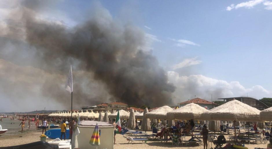 Włochy: Pożar w mieście Pescara: są poszkodowani, trwa ucieczka z plaż