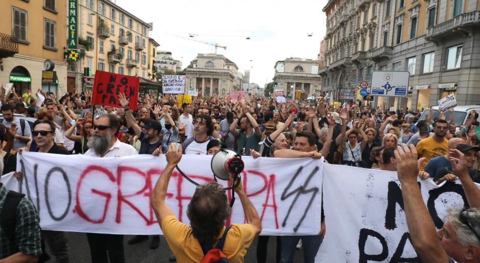 Włochy: Manifestacje przeciwników obowiązkowych przepustek Covid-19