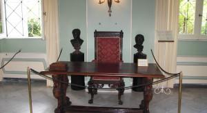 Meble cesarzowej Sisi wystawione w jej pałacu