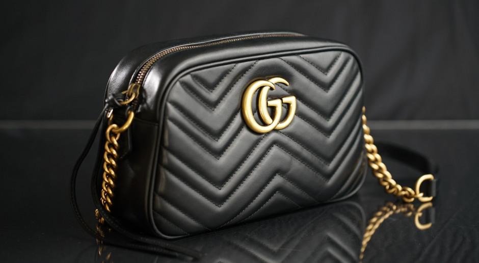 """USA: Baza wojskowa w Waszyngtonie zamknięta z powodu """"uzbrojonego osobnika z torbą od Gucciego"""""""