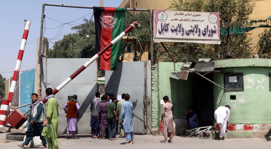 Afganistan: Talibowie otrzymali rozkaz, by pozostać u bram Kabulu