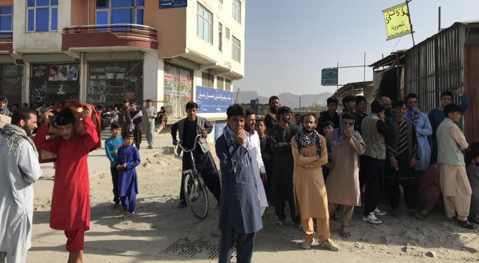 Afganistan: W Kabulu godzina policyjna, 40 rannych na obrzeżach stolicy