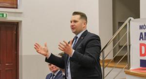 """Minister edukacji zapowiada """"zdecydowanie większe"""" pensje nauczycieli"""