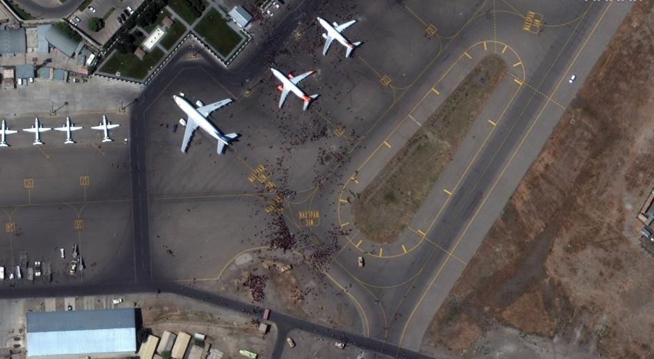 Afganistan: wznowiono wojskowe loty ewakuacyjne z lotniska w Kabulu