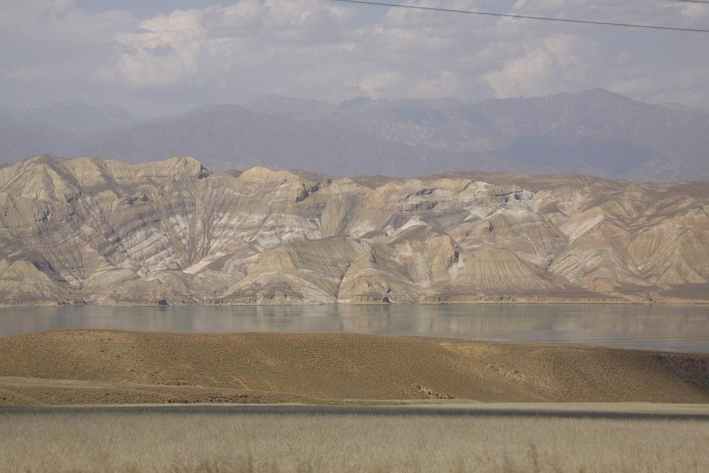 Największy w Azji Centralnej rezerwuar Toktoguł nie został napełniony nawet w połowie, co jest najniższym wynikiem w historii... Fot. JohnNewton8/wikimedia, licencja CC BY-SA 4.0