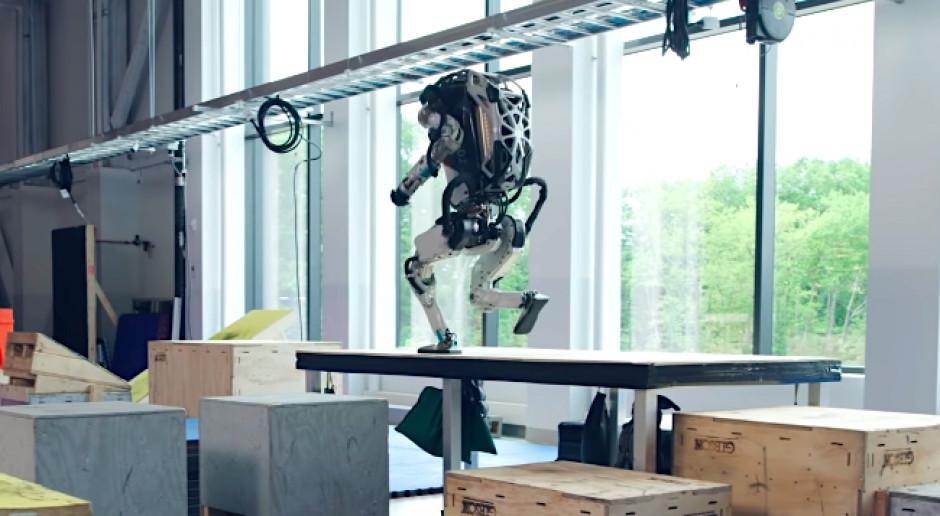 Roboty z Boston Dynamics coraz bardziej sportowe
