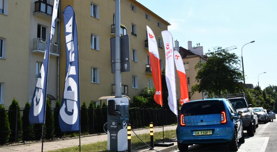 Ładowarki pojazdów elektrycznych na słupach oświetleniowych w ramach Orlen Charge