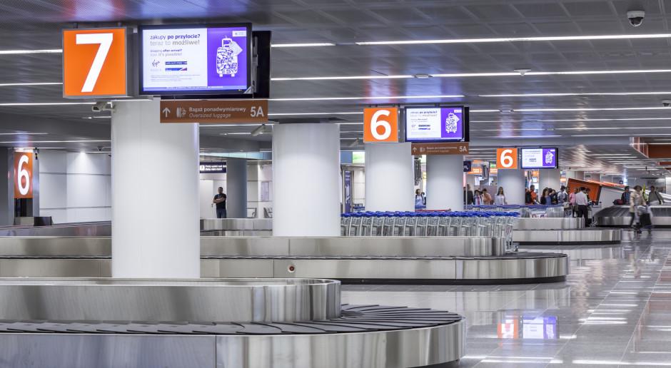 Ruch na lotniskach wzrasta, obostrzenia pozostają bez zmian