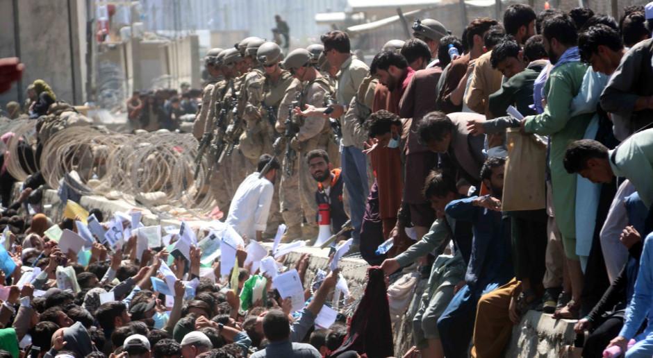 Afganistan: Dziesiątki zabitych i rannych w podwójnym zamachu pod lotniskiem w Kabulu