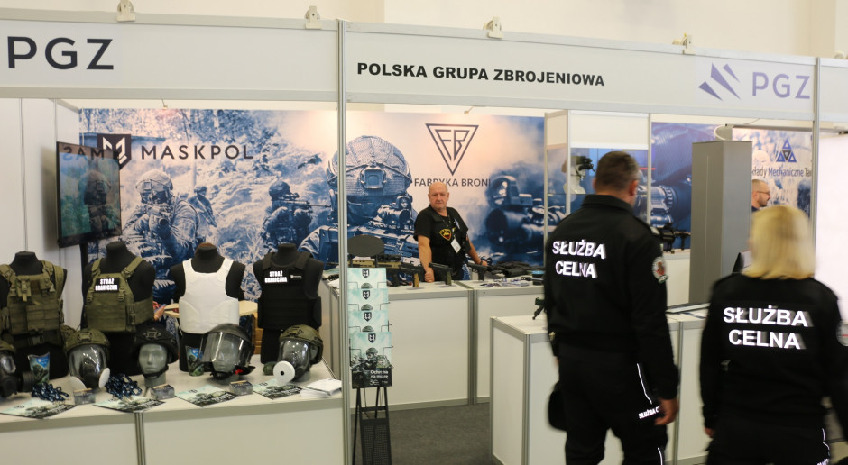 Karabinki, sprzęt optoelektroniczny i indywidualne wyposażenia funkcjonariusza. Oferta PGZ na targach Granice 2021