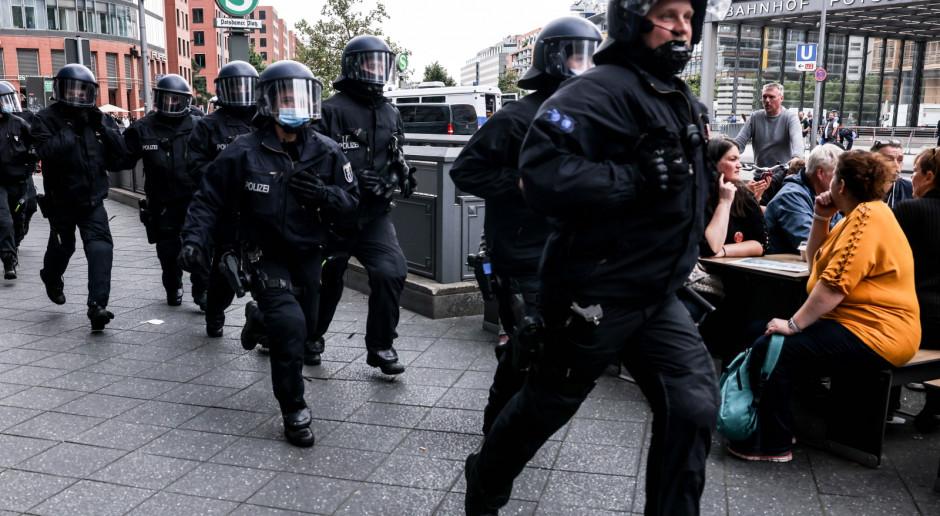 Niemcy: 80 zatrzymanych w Berlinie podczas protestów przeciw obostrzeniom pandemicznym