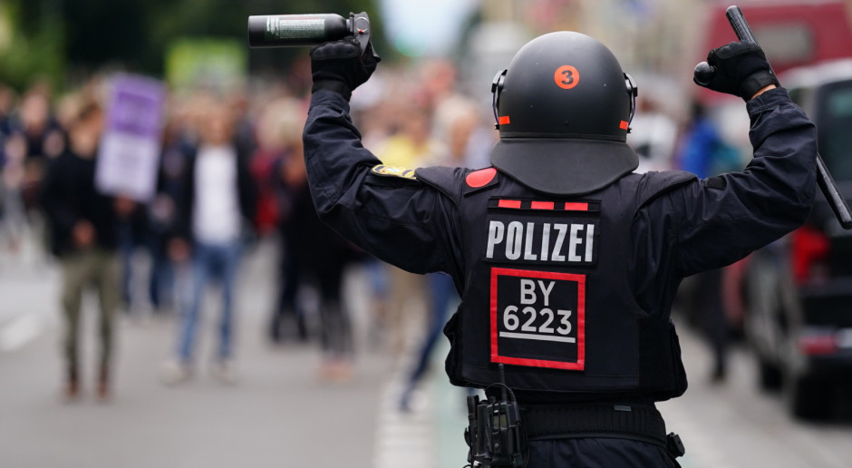 Niemcy: Liczne zatrzymania w Berlinie w drugim dniu protestów przeciw ograniczeniom pandemicznym