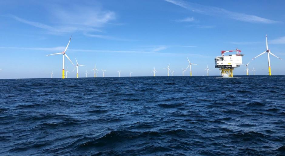 Pierwsza morska farma wiatrowa we Francji wyłania się z wody
