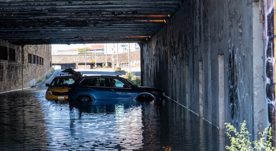 USA: Ekipa nurków próbuje zlokalizować źródło wycieku ropy po huraganie Ida